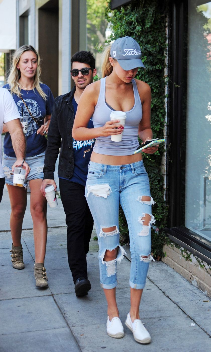 Gigi Hadid Sneakers Outfit On The Street 30 Fashion Best