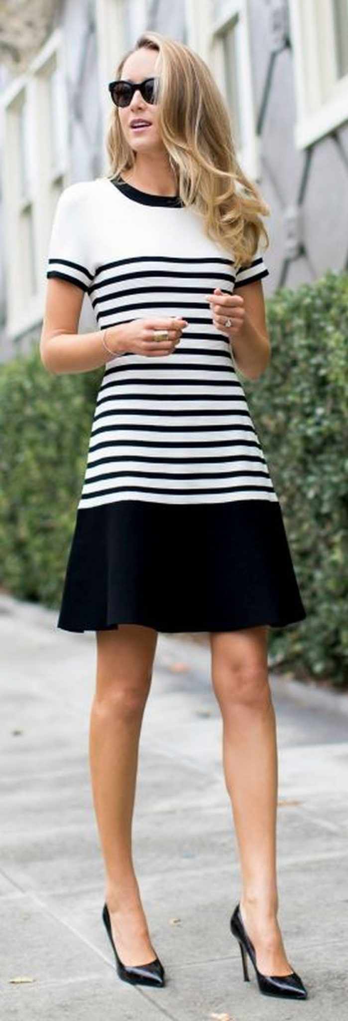 Casual black white striped midi dress outfit 29 - Fashion Best