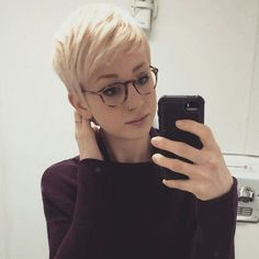 Short hair pixie cut hairstyle with glasses ideas 46 - Fashion Best