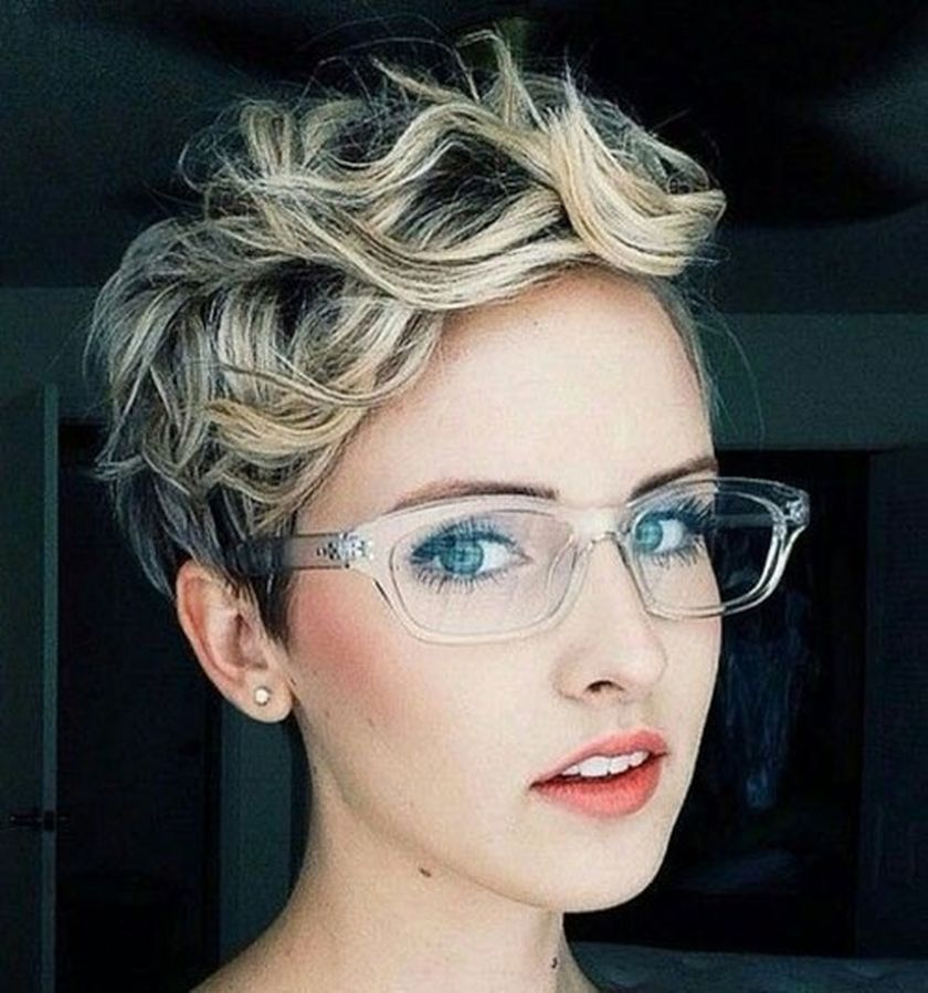 Short Hair Pixie Cut Hairstyle With Glasses Ideas 53