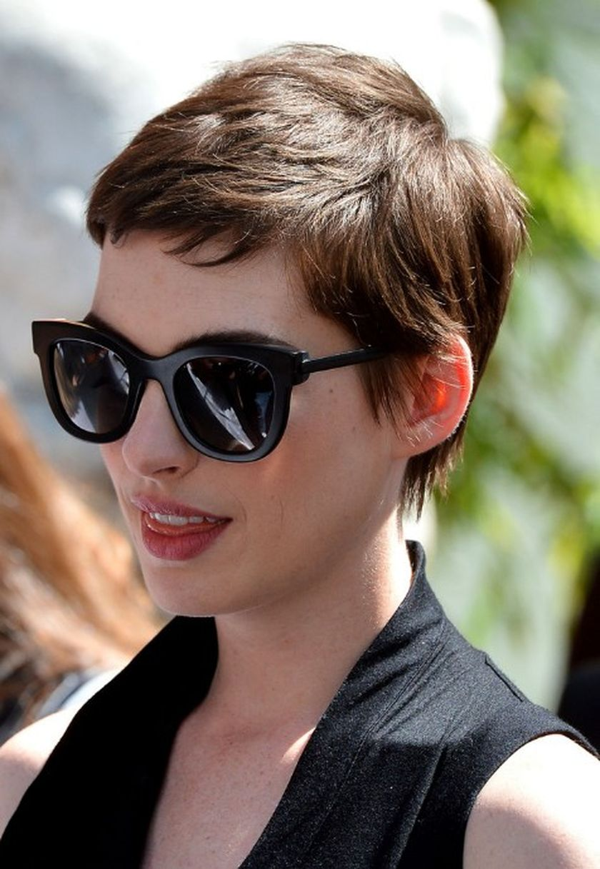 Short Hair Pixie Cut Hairstyle With Glasses Ideas 60