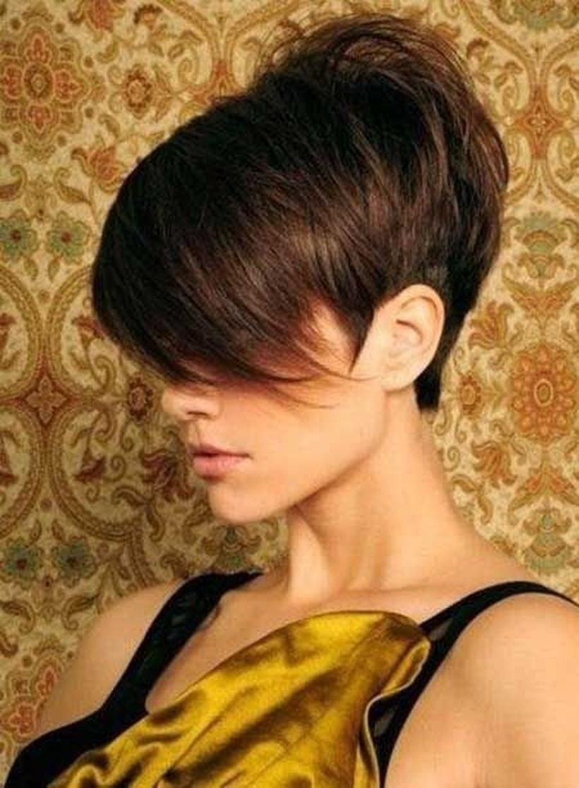 Funky short pixie haircut with long bangs  ideas 81